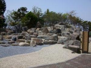 石を主体とした枯山水庭園