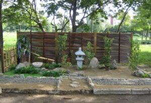 ロシア 公園内の和風庭園