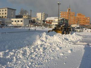 函館および近郊のお店の駐車場の除雪、排雪、雪かきの作業を承っております。